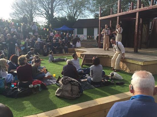 Brighton Open Air Theatre (B.O.A.T): The Globe on Tour. Romeo & Juliet