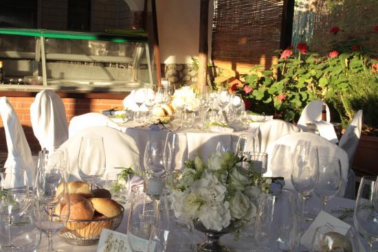 Hotel San Michele: Addobbo di un tavolo in piscina
