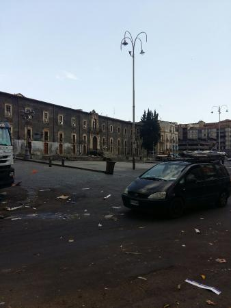 Fera 'o Luni - Mercato di piazza Carlo Alberto: La piazza...a mercato finito...
