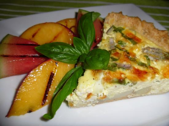 The Guest House Bed & Breakfast : Vegetable Quiche with Grilled Peaches & Watermelon