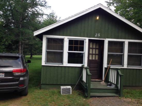 The Normaway Inn & Cabins: Green Cabin at Normaway Inn