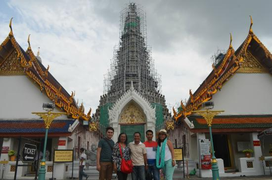 Closed for renovation; outside Wat Arun - Picture of ...