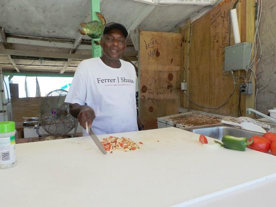 Joe's Conch Shack : Joe making my conch salad - Bailey Town, Bimini, Bahamas
