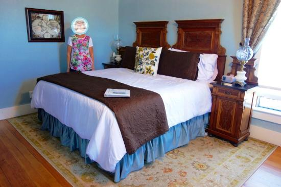 Blue Goose Inn Bed and Breakfast: The King size bed in the Captains Room