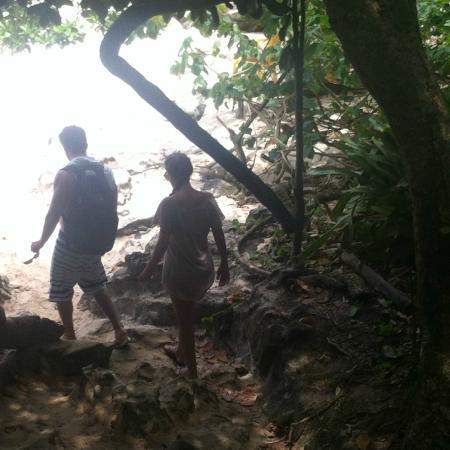 Piscina Natural da Caixa d'Aço: Chegada pela trilha