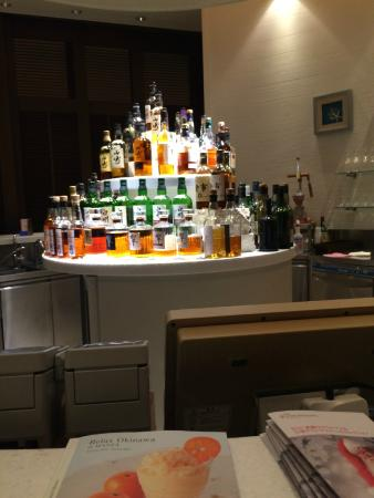 Bar Wavy: カウンターからの眺め