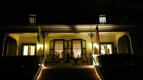 Woolwine, VA: Night Time at the Mountain Rose Inn