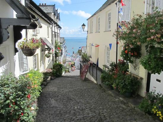 Clovelly Village: Down-along Street