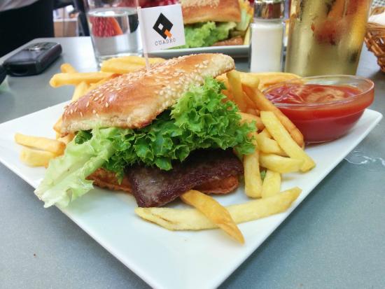 """Cafe Cuadro: Kann man machen: Der """"Cuadro Burger"""""""