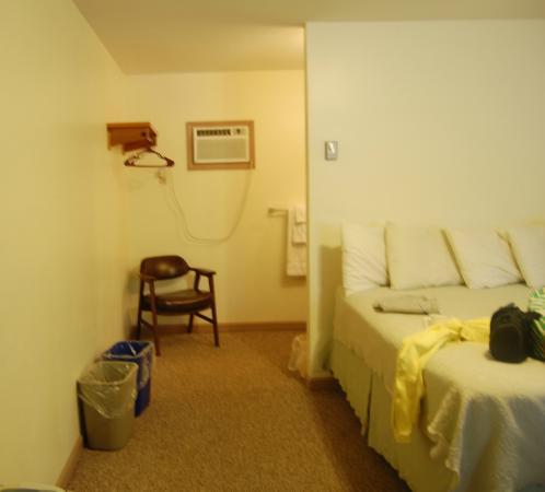 The lodge picture of seneca lodge watkins glen for Seneca lake ohio cabins