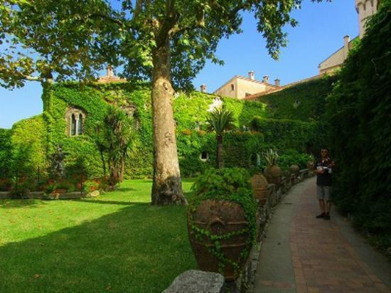 Villa Cimbrone Gardens: チンブローネ入り口手前