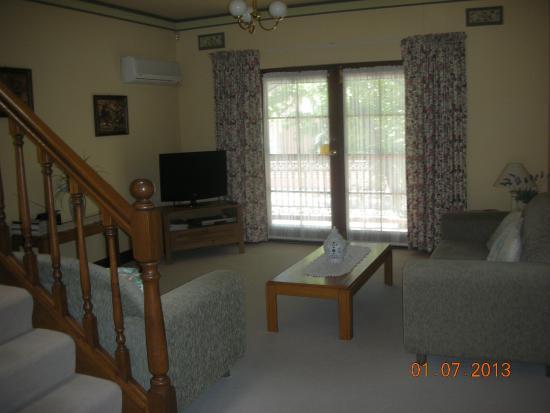 Adelaide Terrace Apartments: Livingroom