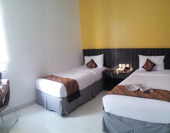 Kamar tidur twin picture of j hotel jakarta tripadvisor for Dekor kamar tidur hotel