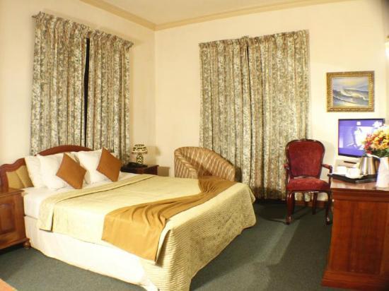 Alpine Hotel: room
