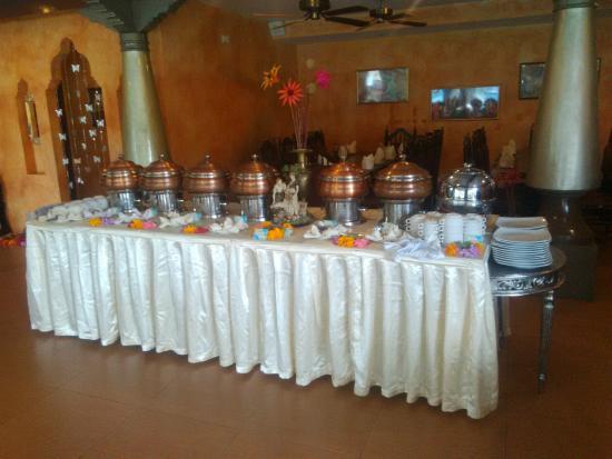 Sitara Indian Restaurant Ubud: Buffet Set Up