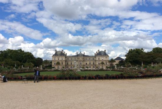 Paris, France: Overzicht van de fontein en paleis