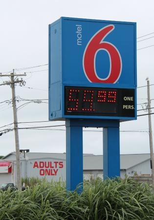 Motel 6 Newport: Sunday price with the Adult's Only store in the background