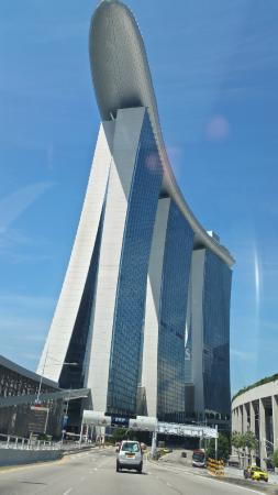 Marina Bay Sands: View of hotel from taxi
