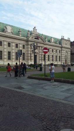 Piazza Carlo Alberto: biblioteca nazionale
