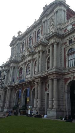 Piazza Carlo Alberto: facciata di pallazzo Carignano