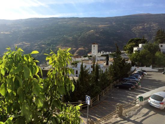 Hostal Rural Atalaya: Blick vom Balkon Richtung Dorf