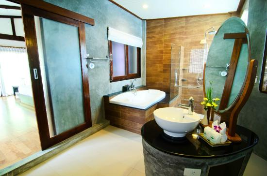 Aonang Phu Petra Resort, Krabi Thailand: Bathroom