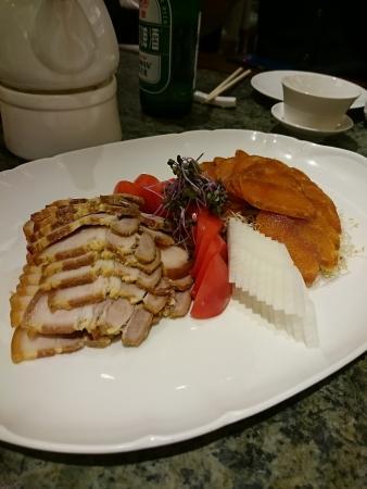 カラスミとおすすめの豚肉料理。どちらもおいしかった
