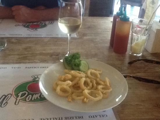 Il Pomodoro: Calamari dan anggur yang saya pesan