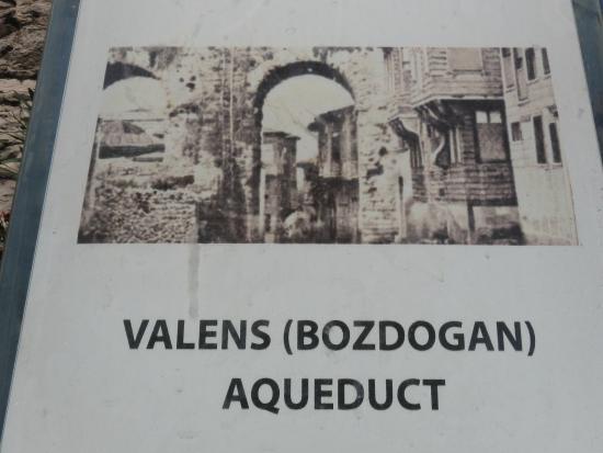 Valens Aqueduct (Bozdogan Kemeri) - Photo de Valens ...