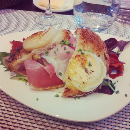 Les Alizes: Salade jambon cru et chèvre