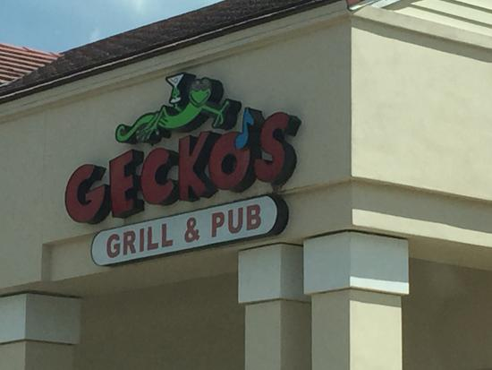 Gecko's Grill & Pub: Outside