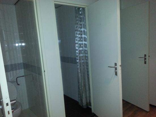 New West Inn Amsterdam: toilet / washrooms