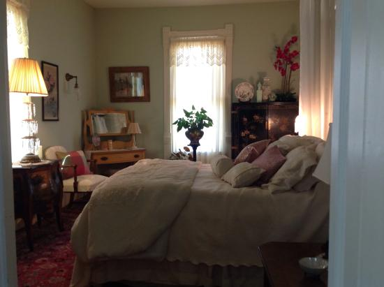 Winans House: Beautiful comfortable room.