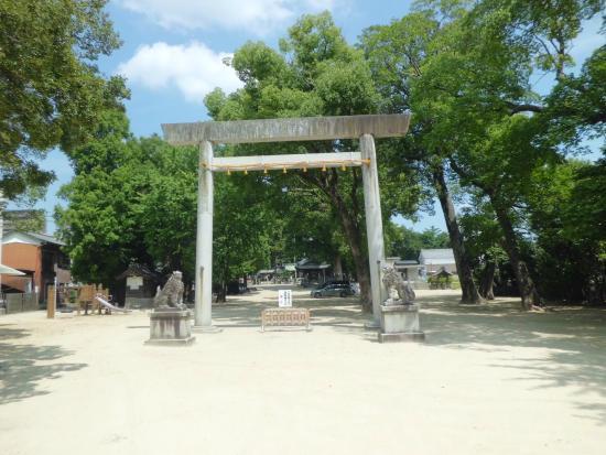 Koromo Shrine: 鳥居