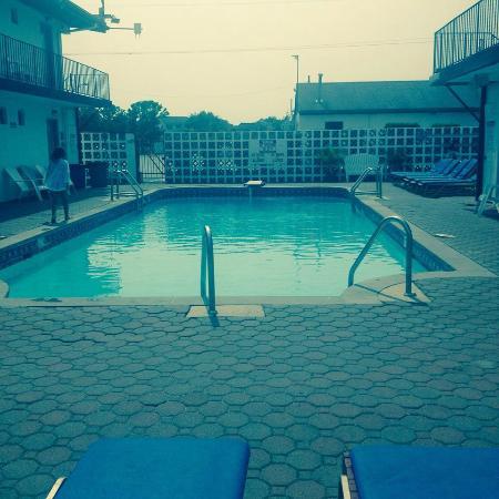 Amethyst Beach Motel : Amethyst Motel Pool