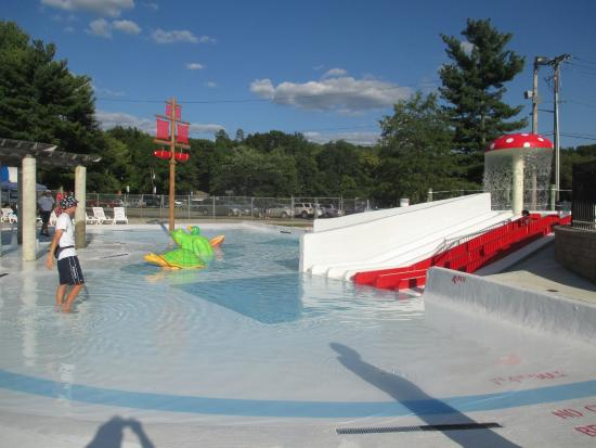 East Brunswick, NJ: Baby Pool Area