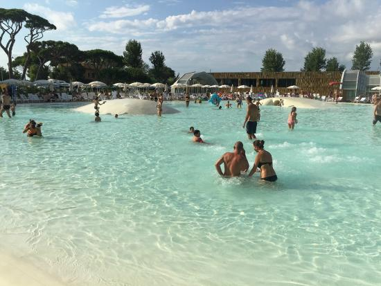 Une piscine lagune picture of park albatros san for O piscine otterburn park