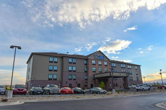 Best Western Plus Casper Inn & Suites: Exterior of hotel
