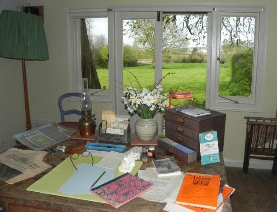 Magnificent Virginia Woolfs Writing Lodge One Of The Best Writers Interior Design Ideas Ghosoteloinfo