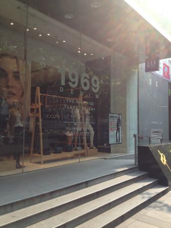 GAP Nanjing West Road Shop