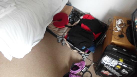 At Home London B&B: Pas assez d'espaceet de rangements dans cette chambre n°1