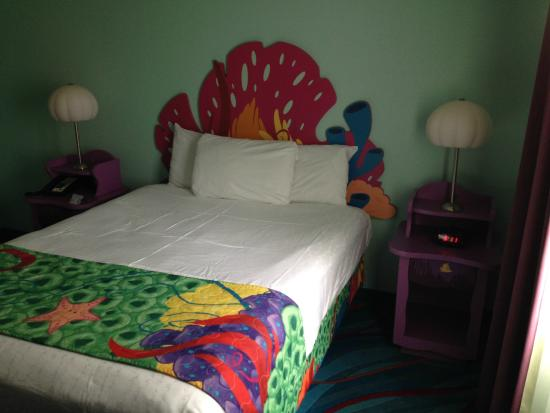 Queen Size Bed In The Bedroom Finding Nemo Suite Picture Of Disney 39 S Art Of Animation Resort