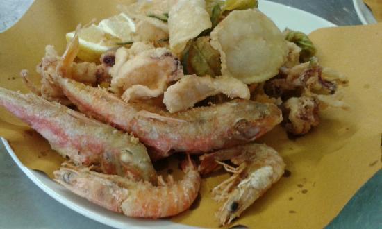 Fritto misto di pesce con verdure picture of ristorante - Bagno italia marina di massa ...