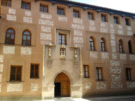 Interior castillo picture of castillo de la mota medina - Spa en medina del campo ...