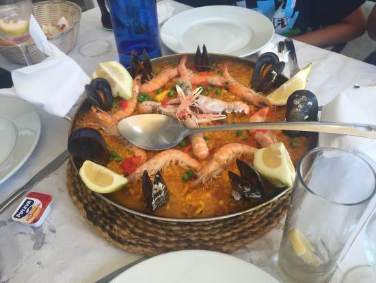 Costa del Sol, Spania: Paella and lubina à la plancha!!
