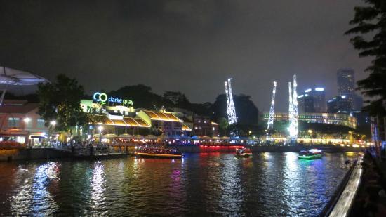 Clarke Quay: 4
