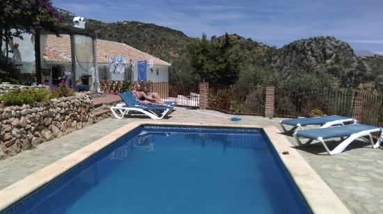 La Casa del Molinero: view of the pool