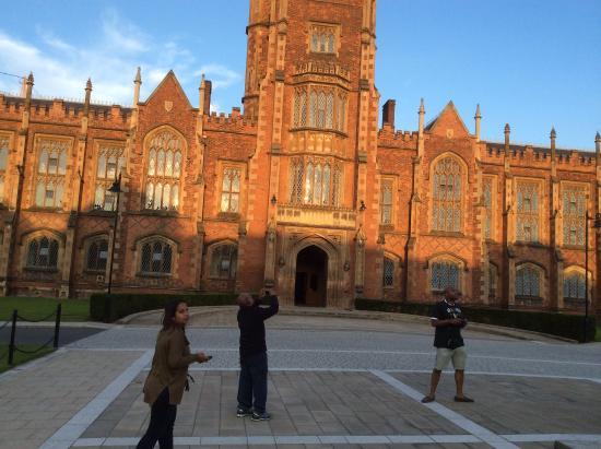 Pendragon Day Tours: Queens University in Belfadt
