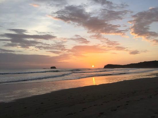 Playa Hermosa Beach Hotel: Sunset en playa Hermosa