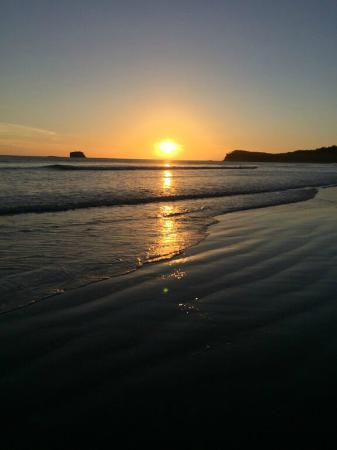 Playa Hermosa Beach Hotel: Atardecer en playa Hermosa